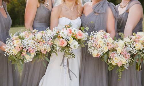 9 cách giúp bạn tiết kiệm chi phí hoa cưới