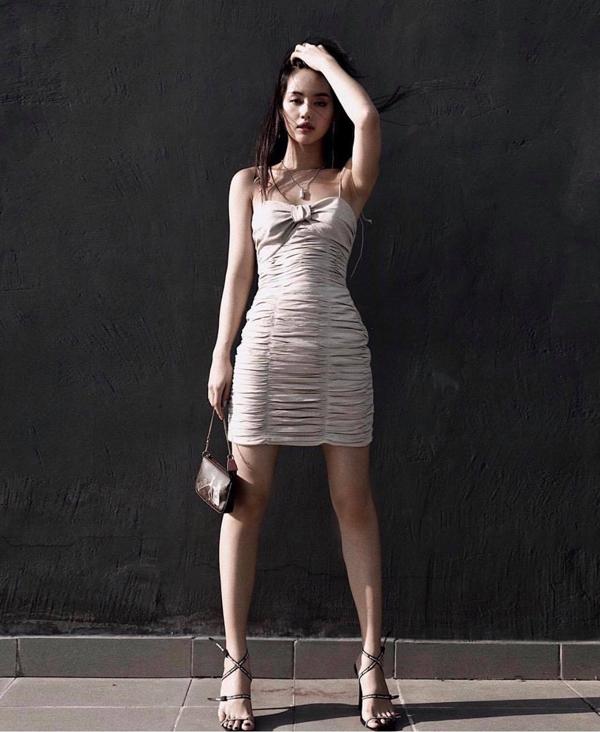 Nổi tiếng là yêu nữ hàng hiệu mới của làng giải trí Việt, Khánh Linh The Face không ngừng làm mới tủ đồ của mình với những mẫu túi hot trend.
