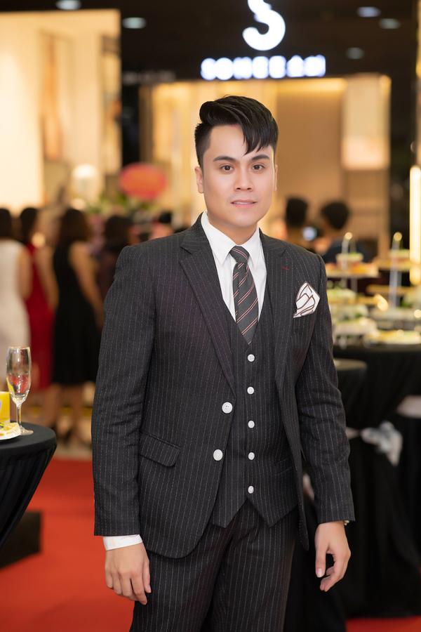 MC Thái Dũng đảm nhận vai trò dẫn dắt tiệc khai trương.