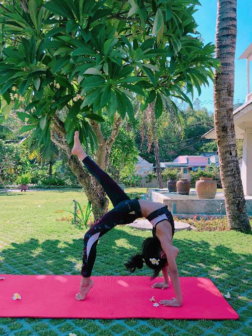 Mẹ con người mẫu nhí Khánh An gắn kết hơn nhờ đam mê yoga - 9