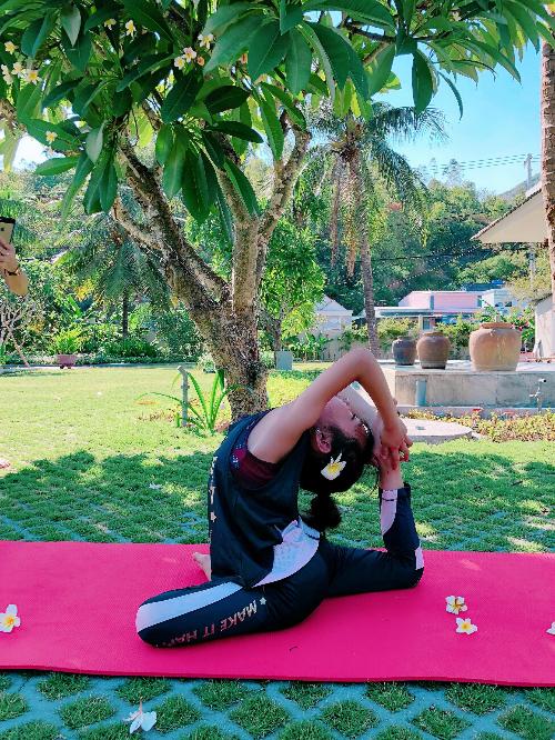 Mẹ con người mẫu nhí Khánh An gắn kết hơn nhờ đam mê yoga - 6