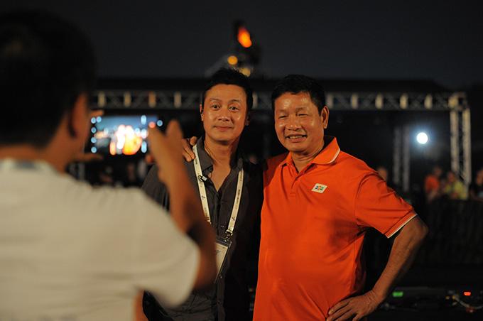 MC Anh Tuấn đảm nhận vai trò tổng đạo diễn của đêm nhạc hội Sống. Nam MC cho biết, đây là lần đầu tiên anh được thực hiện một chương trình ở sân khấu hoành tráng như vậy tại không gian linh thiêng của Hoàng thành Thăng Long.