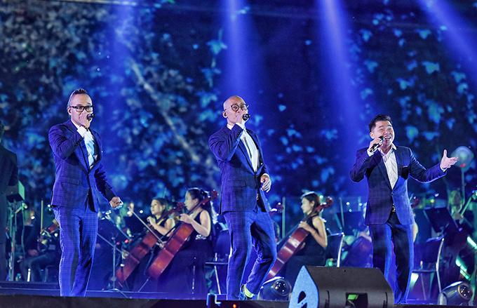 Ba chàng trai của nhóm MTV từ TP HCM bay ra Hà Nội để tham gia đêm nhạc. Lời ca khúc Chào ngày mới do nhóm thể hiện như một phép ẩn dụ nói về giai đoạn đầu tiên gây dựng sự nghiệp của những người sáng lập FPT.
