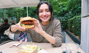 Ngừng ăn chay sau 4 năm, nữ blogger thấy tâm trí thoải mái, da không còn nổi mụn
