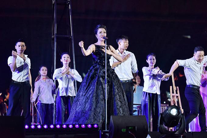 Phạm Thu Hà trình diễn Bài ca hy vọng với bản phối hoàn toàn mới.