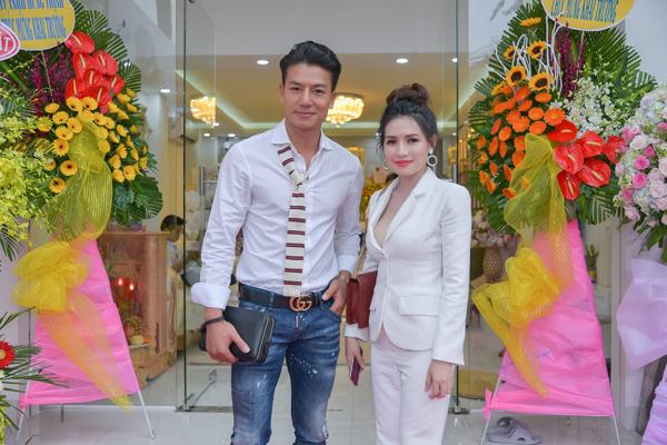 Nam diễn viên Hiếu Nguyễn cũng là người đồng nghiệp thân thiết của Văn Phượng.