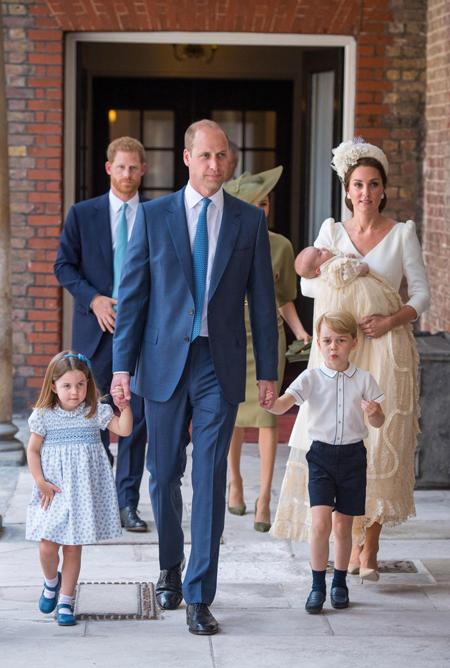 Gia đình Kate xuất hiện tại nhà nguyện Hoàng gia trong lễ rửa tội của Hoàng tử Louis hôm 9/7. Ảnh: PA.