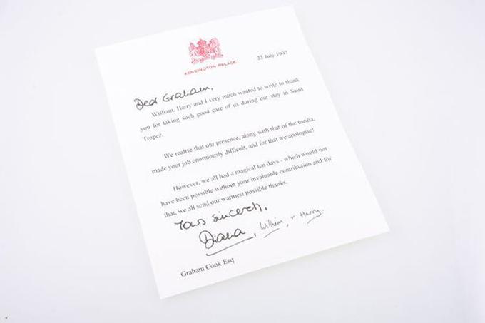 Lá thư Diana gửi cho vệ sĩ Graham Cook để cảm ơn vì đã bảo vệ bà cùng hai con ngào ngày 23/7/1997, hơn một tháng trước khi công nương qua đời. Ảnh: BPM Media.