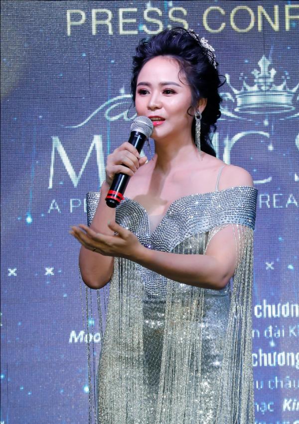 Nữ hoàng hoa hồng - thành viên BTC: Bùi Thanh Hương - Chủ tịch HĐQT Hương Queen