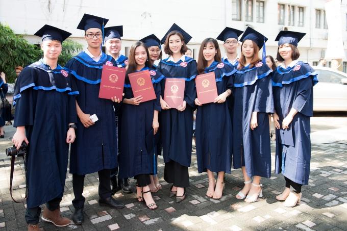 Đỗ Mỹ Linh tốt nghiệp Đại học trước khi trao lại vương miện - 8