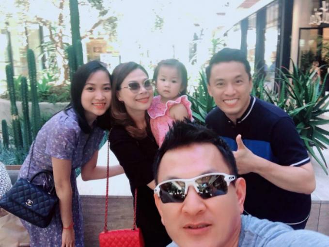 Vợ chồng Lam Trường hội ngộ cùng gia đình ca sĩ Thanh Thảo.