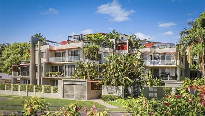 Trong thời gian sống tại Australia để theo đuổi nghiệp bóng đá, Usain Bolt thuê một căn penthouse tại khu dân cư Araluen, Sydney để ở. Căn hộ này có giá trị khoảng 1,9 triệu USD.