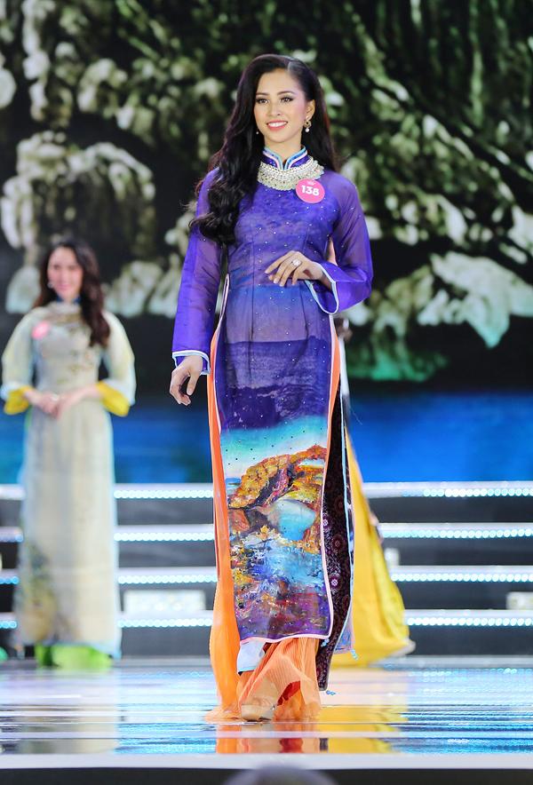 Trần Tiểu Vy 18 tuổi, một trong những ứng viên sáng giá cho ngôi vị Hoa hậu.