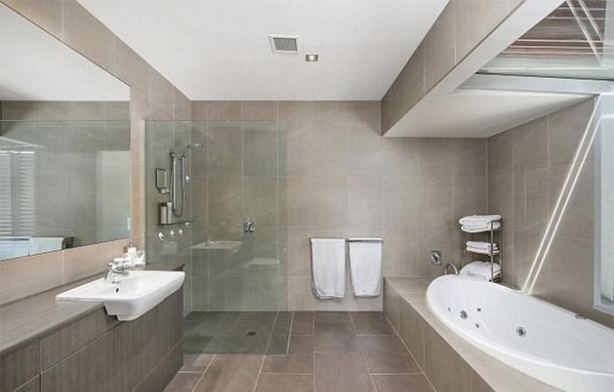 Phòng tắm đầy đủ tiện nghi.