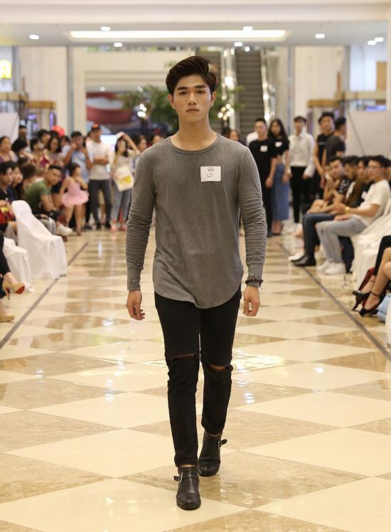 Sau nhiều mùa thành công, Tuần lễ thời trang Quốc tế Việt Nam tiếp tục nhận được sự quan tâm của các người mẫu chuyên nghiệp và không chuyên.