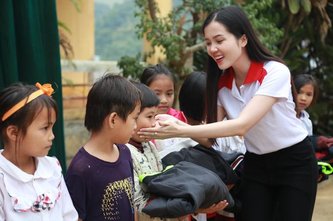 Trong vai trò của một Hoa khôi Sinh viên Cần Thơ, Thúy Vi đã có cơ hội thực hiện các chương trình thắp sáng ước mơ, sẻ chia hơi ấm cho nhiều em nhỏ trên mọi miền của Tổ quốc.