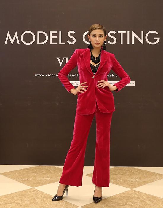 Ngày 15/9, siêu mẫu Võ Hoàng Yến có mặt tại Hà Nội để tham gia buổi tuyển chọn người mẫu cho chương trình Tuần lễ thời trang Quốc tế Việt Nam.