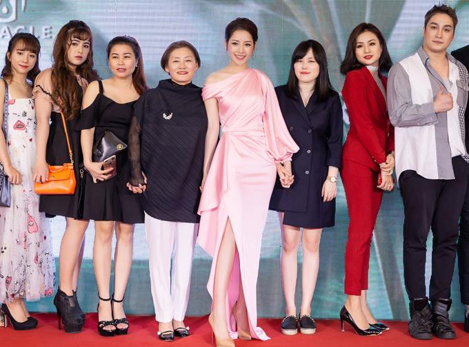 Chi Pu nổi bật bên dàn khách mời trong sự kiện.