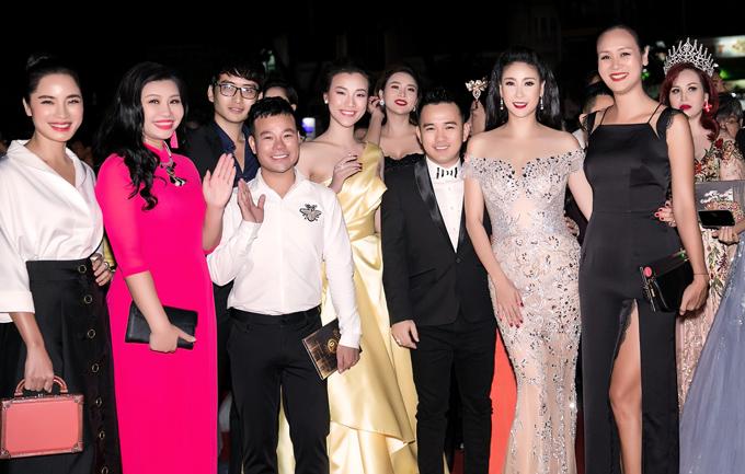 Chung kết Hoa hậu Việt Nam 2018 quy tụ đông đảo nhiều người đẹp, nghệ sĩ và các nhân vật quen thuộc của làng giải trí.