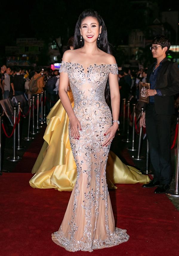 Hoa hậu Hà Kiều Anh tự tin khoe hình thể của gái ba con.
