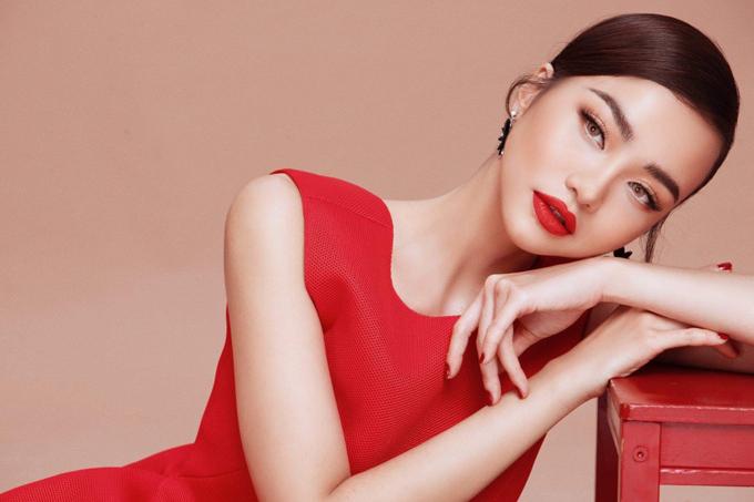 Bộ ảnh do stylist Đinh Thanh Long, chuyên gia trang điểm Quân Nguyễn, tạo mẫu tóc Pu Lê hỗ trợ thực hiện.