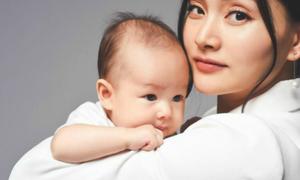 Ảnh hot 16/9: Lan Phương hạnh phúc bên con gái