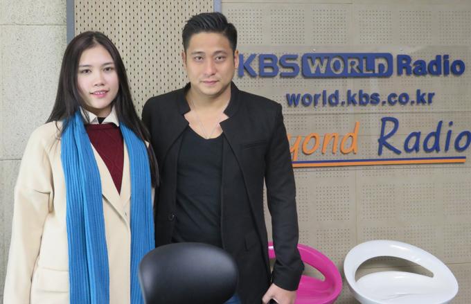 Cặp đôi có buổi tham quan và làm việc tại đài KBS.