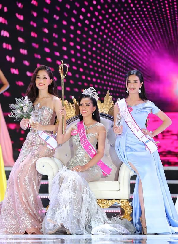 Từ trái qua: Á hậu 1 Phương Nga, Hoa hậu Trần Tiểu Vy, Á hậu 2 Thuý An.