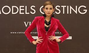 Võ Hoàng Yến mặc thanh lịch đi casting người mẫu
