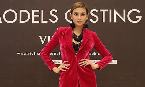 Võ Hoàng Yến ăn mặc thanh lịch đi casting người mẫu