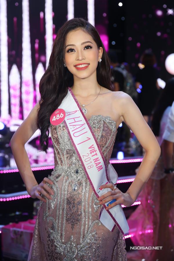 Hoa hậu Trần Tiểu Vy, Á hậu Phương Nga hạnh phúc trong vòng tay gia đình - 9