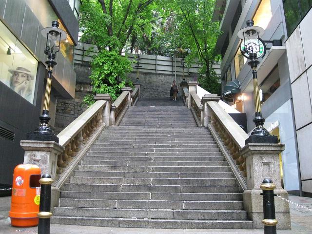 Cầu thang trên phố Duddell xuất hiện thường xuyên trong các bộ phim TVB.