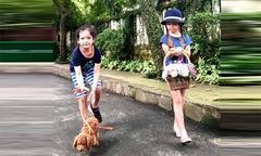 Ảnh hot 17/9: Tôm - Tép nhà Hồng Nhung dắt chó dạo chơi