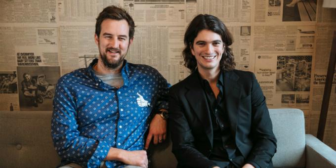 Hai nhà sáng lập McKelvey (trái) và Neumann đều được nuôi dạy trong nếp sinh hoạt cộng đồng. Ảnh:WeWork.