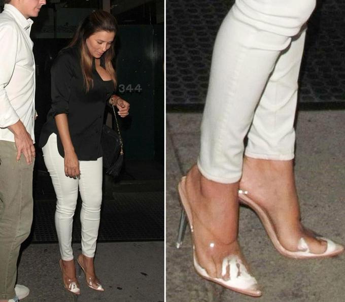 Dù chỉ đi giày mules (kín mũi, hở gót), bà nội trợ kiểu Mỹ Eva Longoria vẫn bị bí hơi ở phần mũi giày.