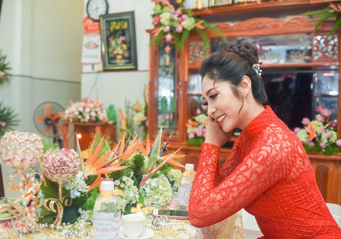 Đặng Thu Thảo tiết lộ, cô cưới sớm vì không muốn ông xã vất vả đi về giữa An Giang và TP HCM để thăm nom, chăm sóc cô. Sau hôn lễ, người đẹp dự định về quê chồng sống, thỉnh thoảng vẫn lên Sài Gòn biểu diễn hoặc đóng phim nếu có lời mời phù hợp.