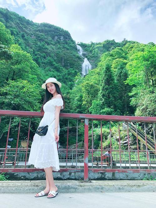 Mùa hè nào cũng đầy ắp kỷ niệm với cô nàng 9X quê Kiên Giang. Các chuyến đi nối tiếp nhau liên tục với rất nhiều hình ảnh đẹp được Á hậu đăng tải lên mạng xã hội. Tháng 6 vừa qua, ngay trước khi tham gia cuộc thi hoa hậu, Thúy An có chuyến hành trình tới Sapa, Fansipan, đèo Ô Quy Hồ (Lào Cai).