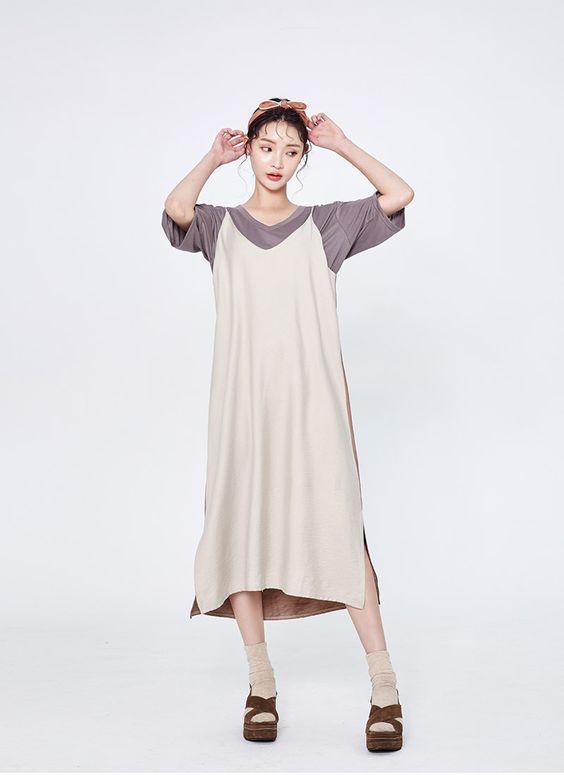 Khi sử dụng váy hai dây mùa thu, các cô nàng sành điệu còn chọn thêm các mẫu tất đồng màu, bốt cổ thấp hay sandal vải nhung để phối đồ.