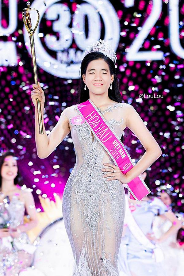 Ảnh chế cầu thủ U23 Việt Nam đi thi hoa hậu - 1