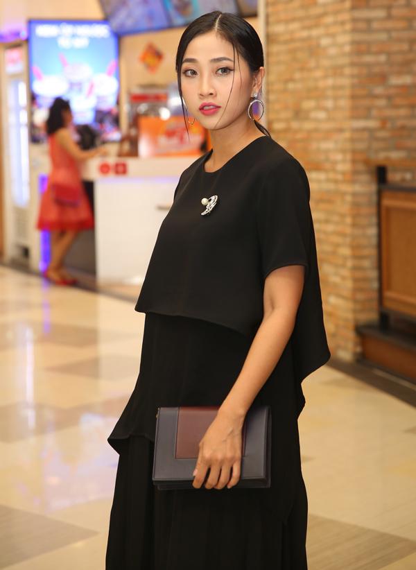 MC Liêu Hà Trinh đi xem phim điện ảnh mới, tối 18/9.