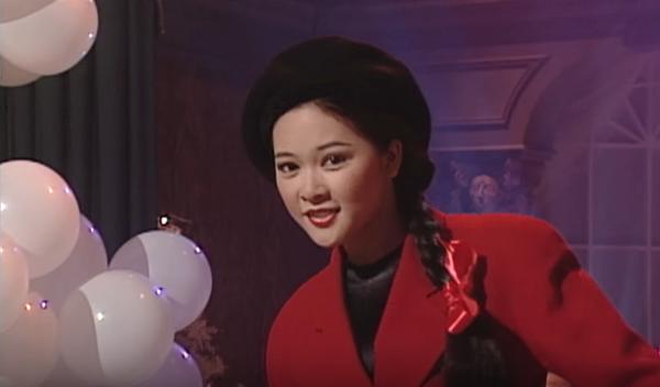 Sinh năm 1970, Như Quỳnh gây thương nhớ cho người yêu nhạc Việt suốt thập niên 1990, 2000 với chất giọng ấm ám cùngca khúc Người tình mùa đông. Bên cạnh những câu hát đi sâu vào trái tim biết bao thế hệ là hình ảnh một cô nàng tóc bím trẻ trung, đẹp dịu dàng.