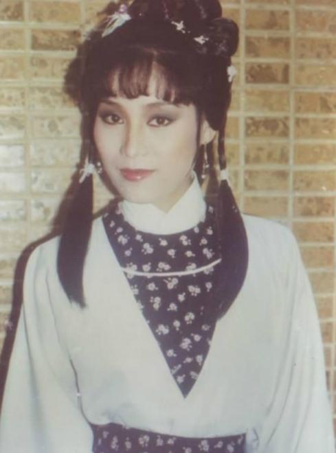 Dương Phán Phán trong vai Mục Niệm Từ phim Anh hùng xạ điêu.