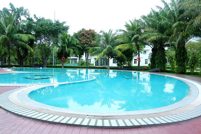 Hồ bơi trong vườn nhà Quách Thành Danh là nơi gia đình anh vui chơi, thư giãn trong những ngày hè nóng nực.