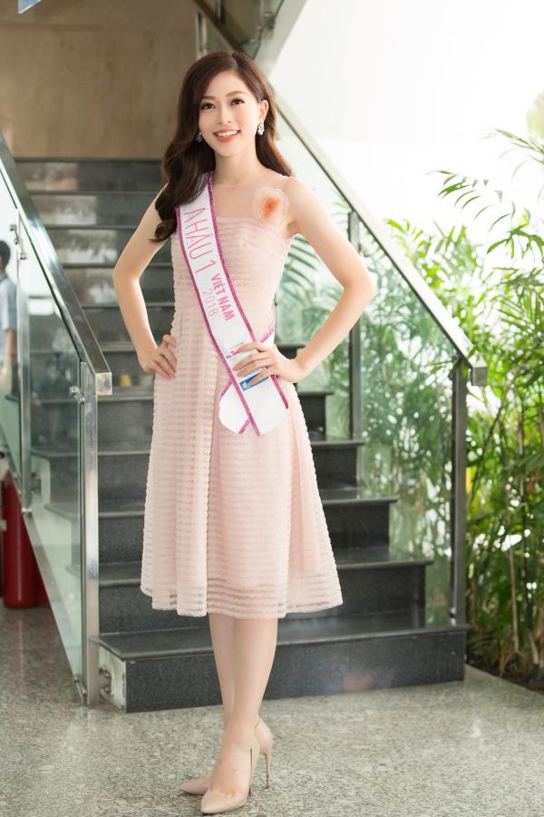 Ít ngày nữa, Phương Nga sẽ lên đường dự thi Miss Grand International 2018 ở Myanmar. Năm ngoái, Á hậu Huyền My từng lọt vào top 10 của cuộc thi.