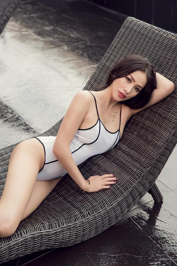Bộ ảnh do nhiếp ảnh Chanh Nguyễn,trang điểm Thanh Thanh và stylist Duong Do hỗ trợ thực hiện.