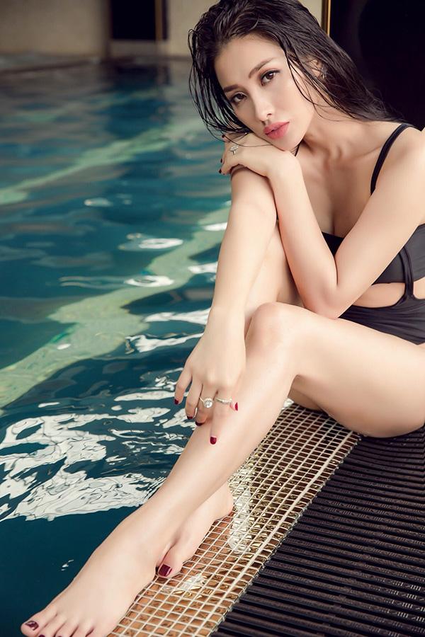 Những ngày gần đây, Yaya Trương Nhi còn nhậnnhiều bình luận cho rằng cô có nét giống với Trần Tiểu Vy, người đẹp vừa đăng quangHoa hậu Việt Nam 2008. Nữ diễn viên cho biết cô rất bất ngờ khi được so sánh với tân Hoa hậu.