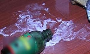 Đôi nam nữ tử vong bên chai thuốc diệt cỏ trong nhà nghỉ