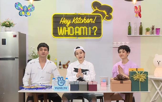 Tối 18/9, Hiền Hồ và Hồ Quang Hiếu cùng tham gia Hey kitchen, Who am I được phát sóng trực tiếp vào 19h, thứ Ba hàng tuần, trên Vline TV. Chủ đề của chương trình tuần này là Trung thu yêu thương, do ca sĩ Gil Lê dẫn dắt.