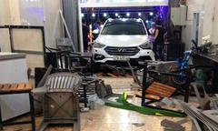 Ôtô lao vào quán nhậu ở Hà Tĩnh khiến 9 người nhập viện