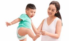 Jennifer Phạm đồng quan điểm nuôi con với tác giả Uyên Bùi